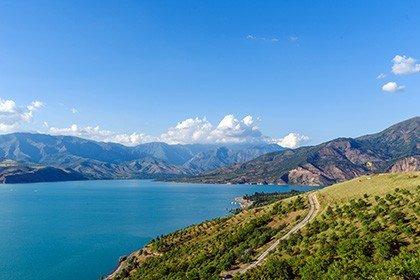 Чарвак озеро